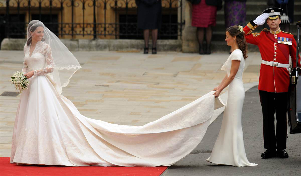 Kate-Middleton-in-Wedding-Dress-Designed-by-Sarah-Burton
